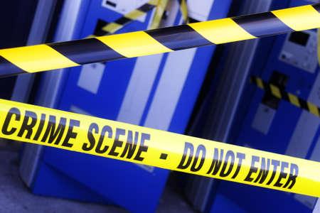 crime scene: Escena del crimen de la policía de investigación cinta de límite en la escena de un descanso y robo Foto de archivo