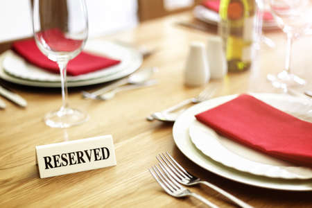 Reserved sign on a restaurant table Archivio Fotografico