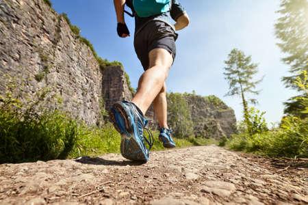 Outdoor Langlauf im Sommer Sonnenschein Konzept läuft für die Ausübung, Fitness und gesunde Lebensweise Lizenzfreie Bilder