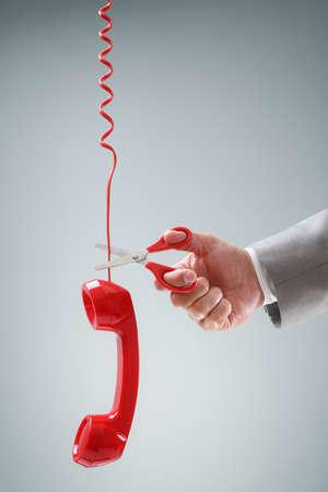 Schaar snijden telefoonaansluiting concept voor de draadloze of de vrijheid van telefoon contract