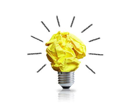 좋은 아이디어에 대한 영감 개념 구겨진 종이 전구 은유