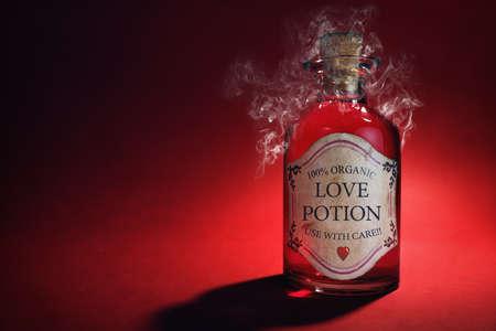 pocion: El amor botella de la poción, el concepto de citas, el romance y el día de San Valentín