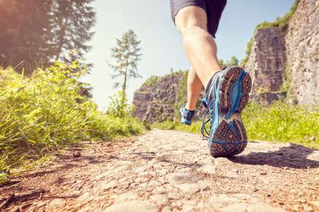 Outdoor cross-country dans le concept de soleil d'été pour l'exercice, la condition physique et le mode de vie sain Banque d'images - 54428255