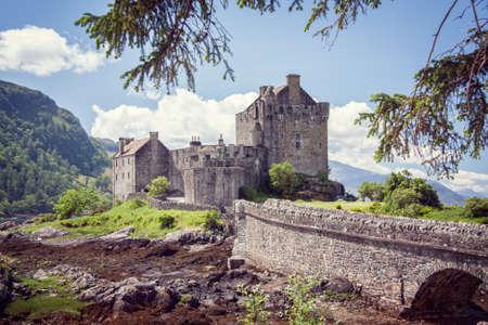 highlander: Eilean Donan castillo en las tierras altas de Escocia Reino Unido Foto de archivo