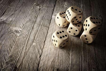 Rolling the Würfel Konzept für Geschäftsrisiko, Chance, viel Glück oder Glücksspiel