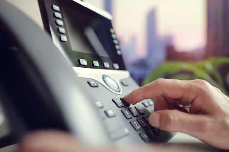 Concepto de teclado de marcación telefónica para comunicación, contáctenos y soporte de servicio al cliente