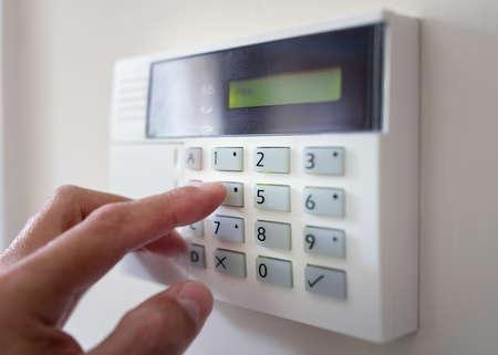 Sicherheits-Alarmtastatur mit Person Bewaffnung des System-Konzept zur Kriminalprävention