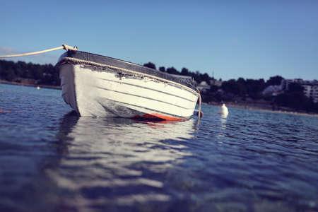 Alte Ruderboot auf dem Meer Lizenzfreie Bilder