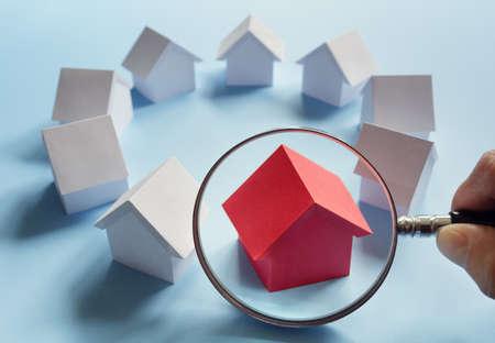 Choisir le bien immobilier, maison ou nouvelle maison Banque d'images - 87916602