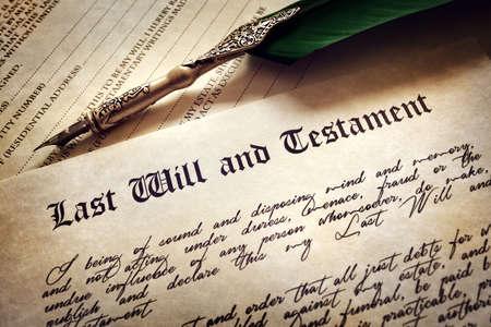 Letztes Testament Dokument mit Feder und Handschrift