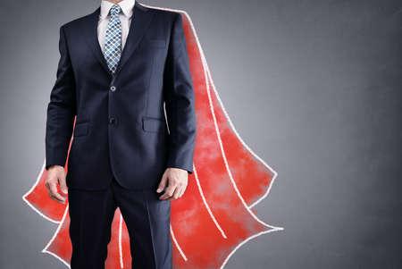 Superheldgeschäftsmann mit roter Kapzeichnung auf Hintergrundkonzept für Führung Standard-Bild