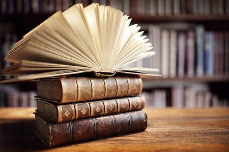 Bücher im Bibliothekskonzept für Bildung, Literatur und Lesen