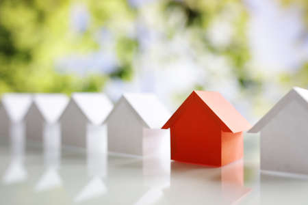 Choosing the right real estate property, house or new home in a housing development or community Banque d'images