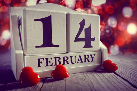 Valentines day calendar showing February 14 with red heart Standard-Bild