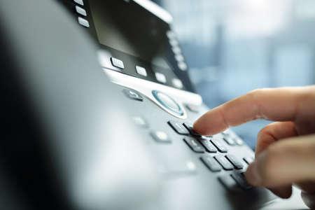 Concepto de teclado telefónico de marcación para comunicación, contáctenos y soporte de servicio al cliente