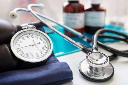 Sphygmomanometer blood pressure gauge and stethoscope Stockfoto