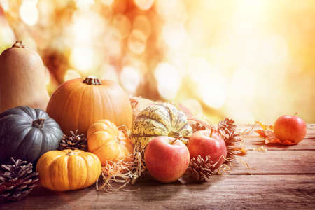 Thanksgiving, fall or autumn greeting background with pumpkin on table Standard-Bild