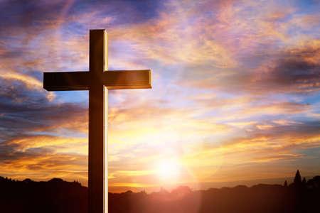 Crocifisso croce sullo sfondo del tramonto, crocifissione di Gesù Cristo Archivio Fotografico