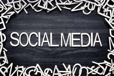 Social Media wooden letters on black board Banque d'images