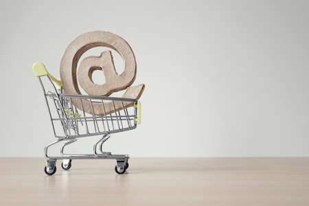 Shopping cart with e-mail at symbol with copy space Banque d'images
