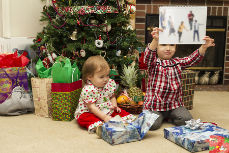 Girls Opening Christmas Gifts in Details Stok Fotoğraf