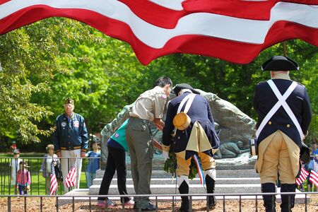 Placing a wreath at the monument on Memorial Day Editöryel