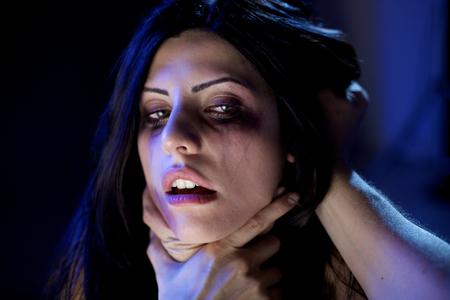 아름 다운 여자 끔찍한 가정 폭력