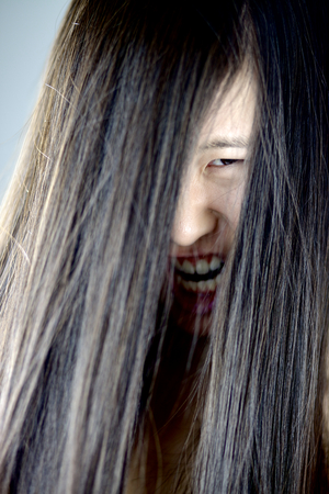 mujer fea: Mujer zombie Ugly gritos japon�s Foto de archivo