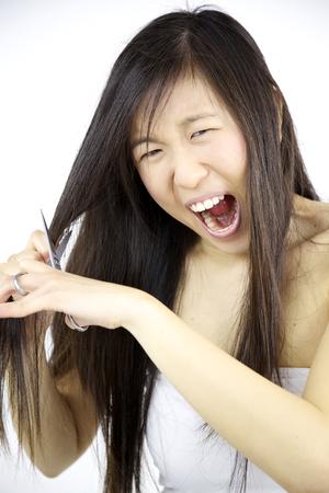 venganza: Mujer asi�tica descubrir novio infiel corta el pelo para vengarse