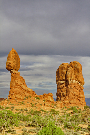 geological formation: Balanced Rock, iconic natural sandstone rock formation in Utah's Arches National Park.  Feature seems to defy gravity on its eroding pedestal.