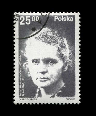 radiactividad: POLONIA - CIRCA 1982: sello de cancelado impreso en Polonia, famosa muestra polaco ganador del Premio Nobel en 1903, 1911 - f�sico de Marie Sklodowska-Curie (1867-1934), alrededor del a�o 1982. El conocido cient�fico, observador de la radiactividad.