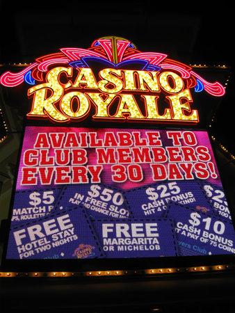 royale: 10 de abril 2011 - Las Vegas: la fabulosa Las Vegas Casino Royale noche, la iluminaci�n, del Estado de Nevada, EE.UU., 2011
