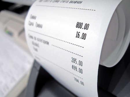 abstract supermarkt gedrukt contact op met nummers, kassa betalen gegevens tekst op russisch Stockfoto