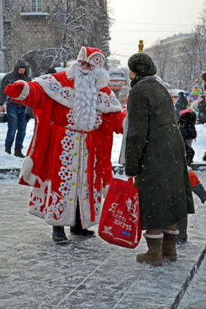 KIEV - DEC 23: Santa Claus with white beard communicate with people before New Year Holidays in Kiev, Ukraine on December 23, 2012. Santa Clasus Parade starts on Dec 22 on Kreshatik street in Kiev. Stock Photo - 17063288