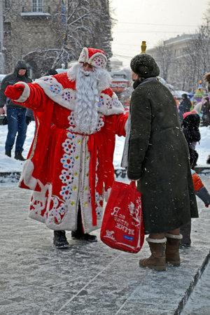 KIEV - DEC 23: Santa Claus with white beard communicate with people before New Year Holidays in Kiev, Ukraine on December 23, 2012. Santa Clasus Parade starts on Dec 22 on Kreshatik street in Kiev. Stock Photo - 17063288