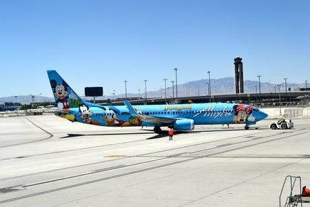 tragamonedas: LAS VEGAS - 17 de abril de 2015: Alaska Airlines en el aeropuerto internacional McCarran de abril 17,2015 en Las Vegas, USA.Airport fue encontrado en 1942, ahora cuenta con m�s de 1234 m�quinas tragamonedas dentro de las terminales del aeropuerto.