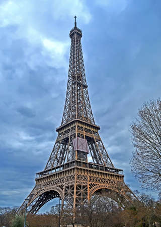 Eiffel tower on nasty sky with clouds, Europe travel diversity Banque d'images