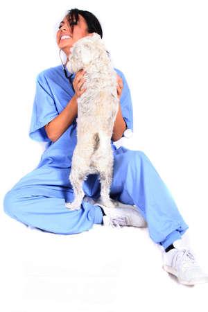cna: Mujeres trabajador sanitario o veterinario con perro  Foto de archivo