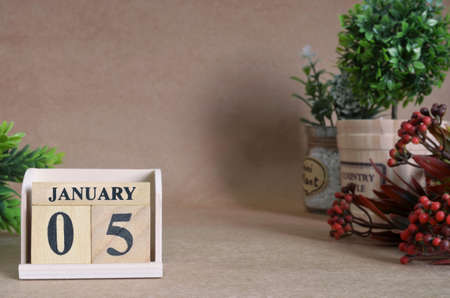 January 5, Vintage natural calendar.