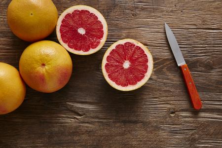freshly sliced ??grapefruit with knife