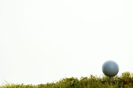 golf ball over tee in white bachground Standard-Bild