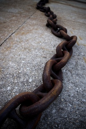 oppression: Heavy chain of steel oxidized by the passage of time. Both the composition and the accused support the sensation of oppression