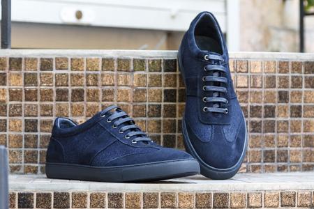Mannen blauwe suede leren sneakers