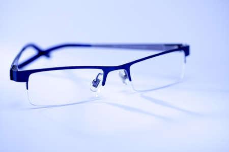 Bril op wit wordt geïsoleerd