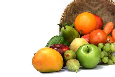Verscheidenheid van fruit en groenten op wit