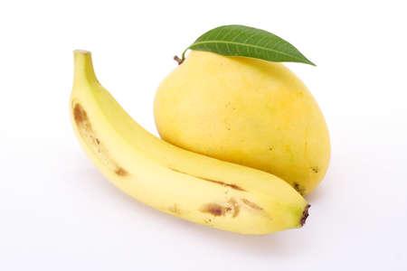Mango en banaan op wit Stockfoto