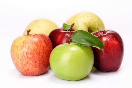 Verscheidenheid van appels op wit