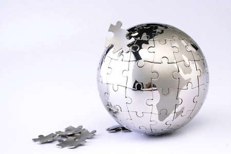 Puzzel wereldbol puzzel op wit