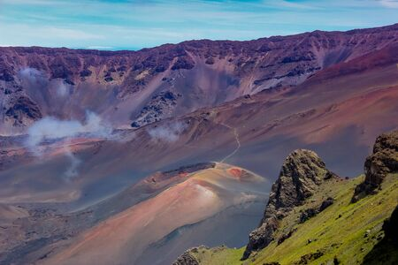 Colorful view of a volcanic cone from the valley of the Haleakala Crater in Maui, Hawaii Archivio Fotografico
