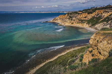 Stunning coastal view of steep Palos Verdes cliffs on a sunny day with South Bay beach cities in the background, Bluff Cove, Palos Verdes Estates, California Banco de Imagens